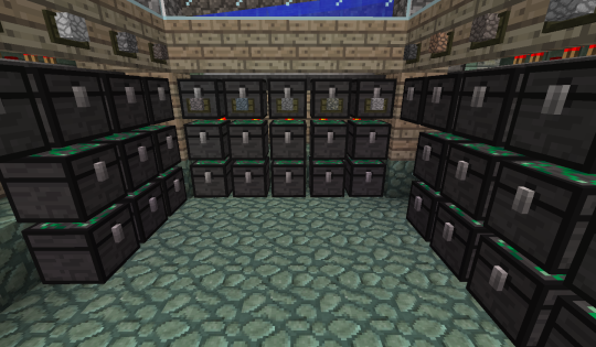 Just because it's a vanilla-based sorting system doesn't mean I won't use modded items, though. Behold! EE3 Alchemical Chests!