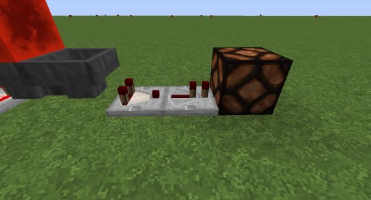 Finally, a comparator next to the right hopper emits a redstone signal when the hopper starts to receive items from the left hopper until it empties all those items back into the left hopper.